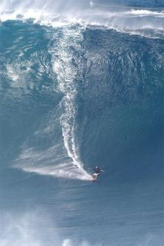 """Big wave surfing is a discipline within surfing where experienced surfers paddle into or are towed onto waves which are at least 20 feet m) high, on browse boards referred to as """"guns"""" or towboards. Sizes of the board had to effectively surf these. Kitesurfing, No Wave, Wind Surf, Sports Nautiques, Water Sports, Big Wave Surfing, Huge Waves, Surfing Pictures, Surf City"""