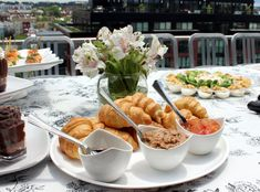 #PartyPlan – Sunday Funday Brunch! | Social and Style | croissants and jam