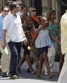 """apsies: """" Michelle Obama walks through the streets during her vacation with her daughter Sasha to the historic center of the southern Spanish town of Granada August 5, 2010. (via) """""""