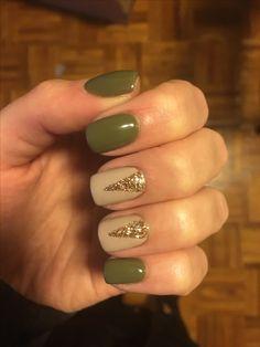 #nails #nailart #NailDesigns #greennail #goldnails #goldglitter #2017nails
