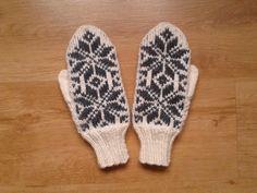 #mittens#white#black# Mittens, Gloves, Winter, Black, Fashion, Fingerless Mitts, Winter Time, Moda, Black People