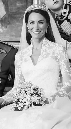 monmon and the royals — Catherine, Duchess Of Cambridge on her wedding day. Duchess Of York, Duchess Kate, Duke And Duchess, Duchess Of Cambridge, William Kate Wedding, Princesse Kate Middleton, Royal Beauty, English Royalty, Cute Celebrities