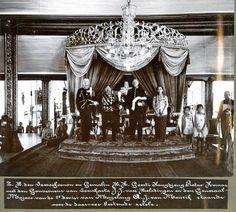 Indonesian Women, Surakarta, Dutch East Indies, Miniature Portraits, Dutch Colonial, Royals, Old Things, King, Culture