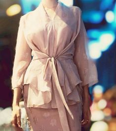 Model Dress Kebaya, Kebaya Modern Dress, Hijab Dress Party, Hijab Style Dress, Kebaya Wedding, Elegant Bridesmaid Dresses, Bridesmaids, Dress Brokat, Batik Fashion