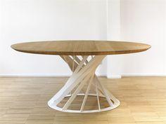 Mesa redonda de jantar de madeira Coleção Twist by INTERNI EDITION | design Benoît Deneufbourg