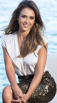 8 Chic Jessica Alba Hairstyles : Best Celebrity Hairstyles For You Jessica Alba Hot, Jessica Alba Style, Jessica Alba Fashion, Beautiful Celebrities, Beautiful Actresses, Jessica Alba Pictures, Foto Casual, Michelle Rodriguez, Celebrity Hairstyles