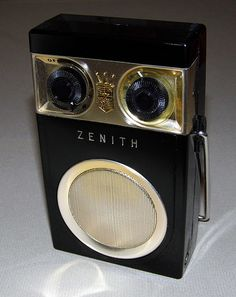 Vintage Zenith Royal 500 Transistor Radio, 7 Transistors, Circa This is the one I had, I really loved it, had it with me almost all the time. Radio Record Player, Record Players, Tvs, Poste Radio, Old School Radio, Music Machine, Old Time Radio, Retro Radios, Antique Radio