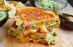 La recette du jour : les clubs sandwichs façon grilled cheese au bacon et au guacamole, tellement bon !