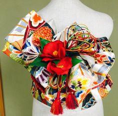 Presumably Hanhaba obi and more used for [yet to be determined] musubi? Japanese Fabric, Japanese Kimono, Japanese Street Fashion, Asian Fashion, Japanese Ornaments, Kabuki Costume, Japanese Costume, Obi Belt, Japanese Outfits