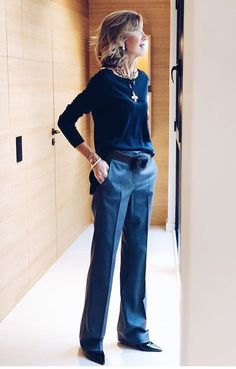 This is a brilliant look. Love everything about it. Sophisticated and sexy for women with advanced style. - Source by boguslawagerc style women Mature Fashion, 60 Fashion, Fashion Mode, Fashion Over 50, Work Fashion, Autumn Fashion, Fashion Outfits, Fashion Trends, Looks Chic