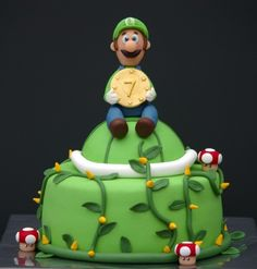 This is the cake daymian wants for his birthday! Super Mario Cake, Super Mario Party, Pretty Cakes, Cute Cakes, Luigi Cake, Video Game Cakes, Video Games, Mario And Luigi, Mario Bros