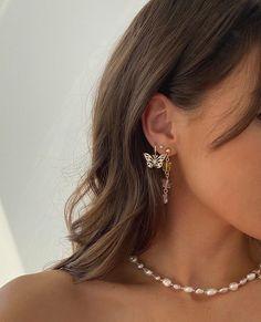 Ohrknorpel Piercing, Cute Ear Piercings, Piercings Rook, Celebrity Ear Piercings, Triple Piercing, Piercing Chart, Ear Jewelry, Cute Jewelry, Jewelry Accessories