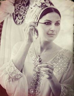 Choumicha Art Marocain, Style Marocain, Beautiful People, Beautiful Pictures, Arabian Women, Makeup Eye Looks, My Gems, Moroccan Caftan, Egyptian Goddess