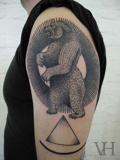 Tatouage ourse dans un cercle