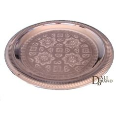 Wonderful moroccan tray made with high quality materials. The beautiful decoration on it gives a touch of luxury and history of moroccan traditions. You can use it to serve food or drinks, or to decorate your interior. Moroccan Kitchen, Beautiful Decoration, Artisanal, Kitchen Tools, Craft, Decorating Ideas, Bronze, Touch, Traditional