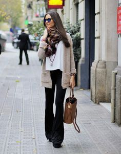 A chiffon scarf can add a whole new dimension to your every day outfit. Sandra Buisan is wearing a cute knitted cardigan with flared black trousers and a cute statement scarf. Flare Jeans Outfit, Bootleg Jeans Outfit, Jeans Outfit Winter, Trouser Outfits, Cute Fall Outfits, Fall Winter Outfits, Winter Fashion, Casual Outfits, Women's Fashion