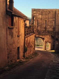 Voted the most beautiful village in Burgundy. Beaux Villages, French Countryside, France, Future Travel, Travel Abroad, The Great Outdoors, Places To Travel, Most Beautiful, Burgundy
