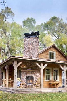 Rustic Cabin Renovation: Reclaiming a Fishing Ranch - Cabin Living Love the outdoor fireplace Style At Home, Plan Chalet, Interior Design Minimalist, Farmhouse Front Porches, Rustic Farmhouse, Cabin Porches, Farmhouse Plans, Farmhouse Style, Log Cabin Homes