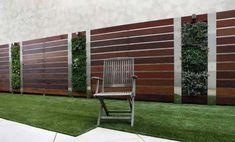 Wonderful Modern Fence Design For Stunning Backyard Inspiration Modern Fence Design, Vertical Garden Design, Small Garden Design, Vertical Gardens, Fence Landscaping, Backyard Fences, Modern Landscaping, Backyard Ideas, Garden Ideas