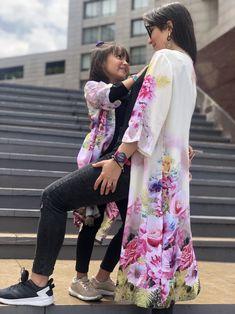 #moda #kimono #flores #mamaehija #chalis #primavera #momentosjuntas Moda Kimono, Kimono Top, My Style, Skirts, Tops, Women, Fashion, Wire, Kimonos