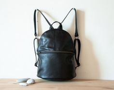 Hey, j'ai trouvé ce super article sur Etsy, chez https://www.etsy.com/be-fr/listing/201731614/backpack-leather-backpack-black-leather