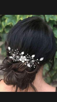Bridal Hair Updo, Bridal Hair Vine, Hair Comb Wedding, Headpiece Wedding, Wedding Hair Pieces, Wedding Hair And Makeup, Up Hairstyles For Wedding, Down Hairstyles, Simple Bride Hairstyles