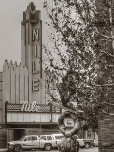 Aging-- At one time, the Nile Theatre was a very busy movie house in Bakersfield, California.--photos by David Seibold