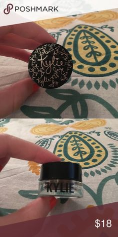 Kylie cosmetics gel eyeliner This is a Kylie cosmetics gel eyeliner in the shade chameleon, only used once !! Kylie Cosmetics Makeup Eyeliner