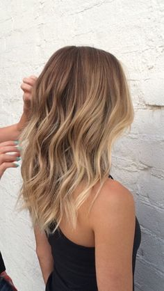 Highlights for a medium cut Inspirational women . - Highlights for a medium cut Inspirational ladies Ombre Hair Color Water - Ombre Highlights, Brown Hair With Highlights, Honey Highlights, Ombre Hair Color, Brown Hair Colors, Hair Colours, Medium Hair Cuts, Medium Hair Styles, Medium Cut