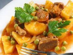 Ароматное рагу из мяса и овощей — прекрасное второе блюдо