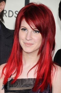 she proved once and for all that no one can rock red hair quite like Hayley Williams. When she proved once and for all that no one can rock red hair quite like Hayley Williams. Vibrant Red Hair, Cherry Red Hair, Red Brown Hair Color, Red Color, Black Hair, Top Colour, White Hair, Dyed Red Hair, Purple Hair
