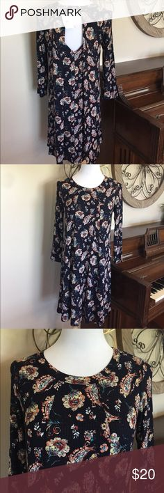 NWT Lush Large 3/4 Sleeve Dress w/ Funky Back Awesome dress from Lush. Size Large 96% Rayon 4% Spandex Lush Dresses Midi