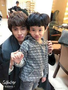 remember this little guy he peed on Dylan Wang that was the most funny elesode Meteor Garden Cast, Meteor Garden 2018, Asian Actors, Korean Actors, F4 Boys Over Flowers, K Drama, Hua Ze Lei, Ji Hoo, Kdrama Actors