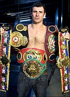 Joe Calzaghe 46 Wins (32 knockouts, 14 decisions), 0 Losses, 0 Draws Longest-reigning world champion in recent years, having held the WBO Super Middleweight title for over ten years and made 21 successful defenses. He relinquished the title to move up to light heavyweight. As his super middleweight and light heavyweight reigns overlapped, he retired with the longest continual time as world champion of any active fighter