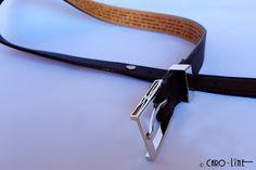 Deze ceinture werd ontworpen voor de 30ste verjaardag van haar man. Zij schreef 30 redenen uit waarom zij zo van hem houdt. Het werden 31 redenen. #diamond #naturalleather #taurusleather #belt #buckle #collarpin