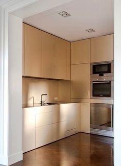 Urquinaona apartment by YLAB Arquitectos Kitchen Dinning Room, Kitchen Room Design, Interior Design Kitchen, Dining, Beautiful Kitchen Designs, Beautiful Kitchens, Small Kitchens, Home Kitchens, Garden Blocks