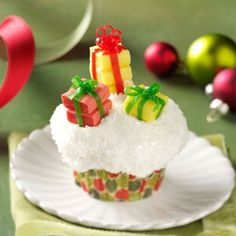 Gifts Galore Cupcakes ~ they use starburst candies and fruit rollups. Can be made for Christmas or birthday parties