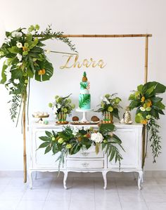 Baby Shower Themes For Gils Flowers Gender Neutral Ideas - Baby Shower Ideas Tropical Bridal Showers, Tropical Party, Aloha Party, Luau Party, Anniversaire Luau, Havana Party, Orange Party, Baby Shower Themes, Shower Ideas