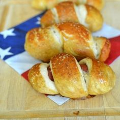 Mini-Pretzel Dogs - easy to make and a definite crowd pleaser. Pretzel Dogs, Delicious Desserts, Yummy Food, Fun Food, Appetizers For Party, Party Snacks, Healthy Superbowl Snacks, Game Day Food, Mini Foods