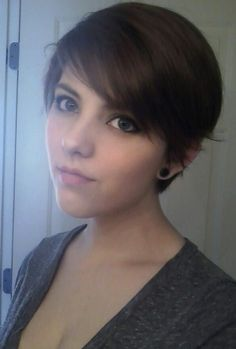Pixie Haircut for Side Bangs: Teenage Girls Hairstyles | Popular Haircuts @Trisha Wilson this girl looks like you!!!