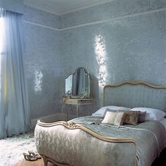 blur/gray color of this room & the wall....
