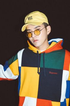 EVER Sinvmce Baekhyun says he like yellow tee with blue jeans for summer, I am having a second thought on not liking the color yellow. Kris Wu, Chanyeol, Rapper, 5 Years With Exo, Kim Jong Dae, Wu Yi Fan, Exo Members, Kpop Fashion, Models