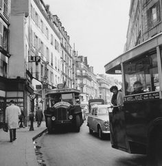 Paris, Traffic In Faubourg Montmartre, Trolley Bus, 1961 May Get premium, high resolution news photos at Getty Images Robert Doisneau, Old Paris, Vintage Paris, French Vintage, Montmartre Paris, Old Pictures, Old Photos, Henri Cartier Bresson, Architecture