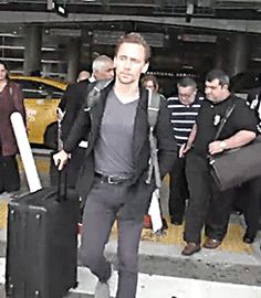 Tom Hiddleston arrives at LAX on November 15, 2016. Source: Daily Mail