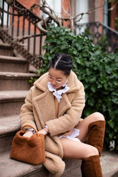 Wendy's Lookbook | All the Teddy & Shades of Brown Saint Laurent Boots, Faux Shearling Coat, Wendy's Lookbook, Brown Outfit, Thick Sweaters, Winter Chic, Winter Wardrobe, Fashion Models, Women's Fashion