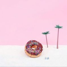 YESSSS! Summer is here, happy summer solstice to everyone! Don't forget to welcome the sun today. • It's so damn hot here in ABQ that I just want to be this donut enjoying a fresh ocean breeze. How and where are you spending this day? Make me jealous:) •