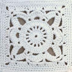Crochet Square Barroconatural T - Diy Crafts - maallure Crochet Bedspread, Crochet Quilt, Granny Square Crochet Pattern, Crochet Squares, Crochet Motif, Crochet Stitches, Granny Square Quilt, Crochet Patterns, Ribbed Crochet