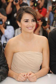 Celebrities' updo hairstyle photos4