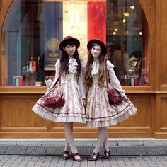 Classical #twins in #tokyo with @victorianrabbit #fashion #fannyrosie #ootd #classiclolita #lolitafashion #marymagdalene #amavel #johnfluevog #vintage #vintagestyle #hue #berryq #mariagesfrères