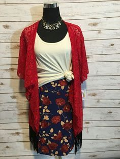 Awesome 60 LuLaRoe Outfit Ideas https://fazhion.co/2017/03/27/60-lularoe-outfit-ideas/ Tunics are created with leggings in mind. A blouse and pants by way of example will cause you to look short unless... 1). If your black dress has lots...